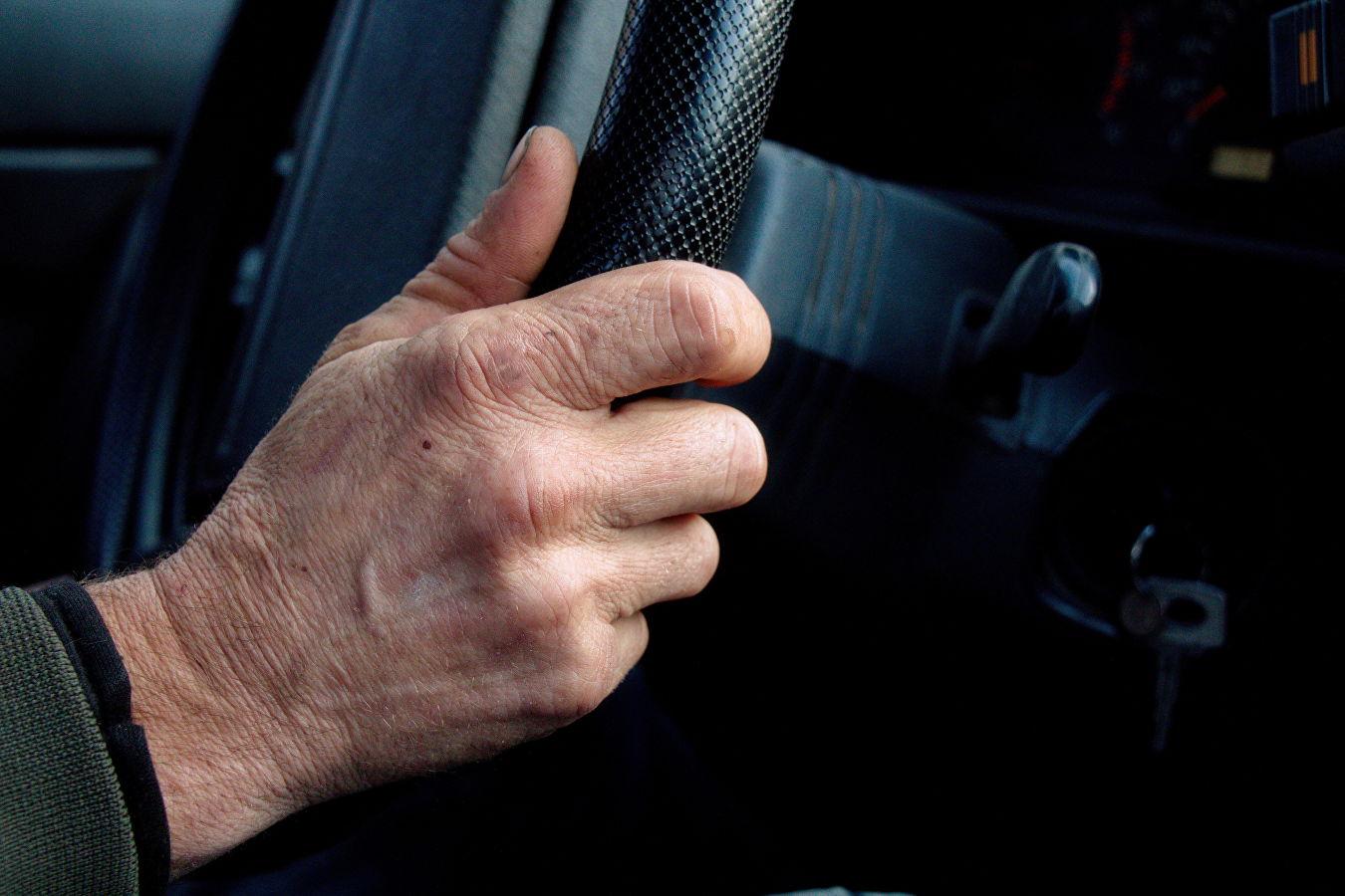 рука в руке за рулем картинки натяжные потолки