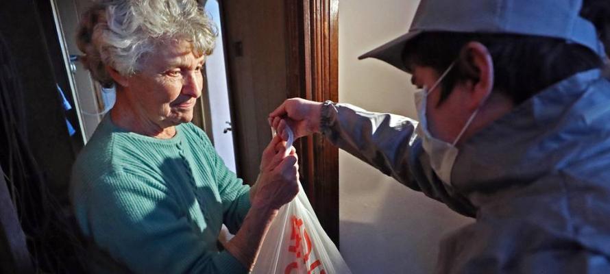 В Карелии волонтёры начнут снова помогать пенсионерам из-за обострения ситуации с COVID-19