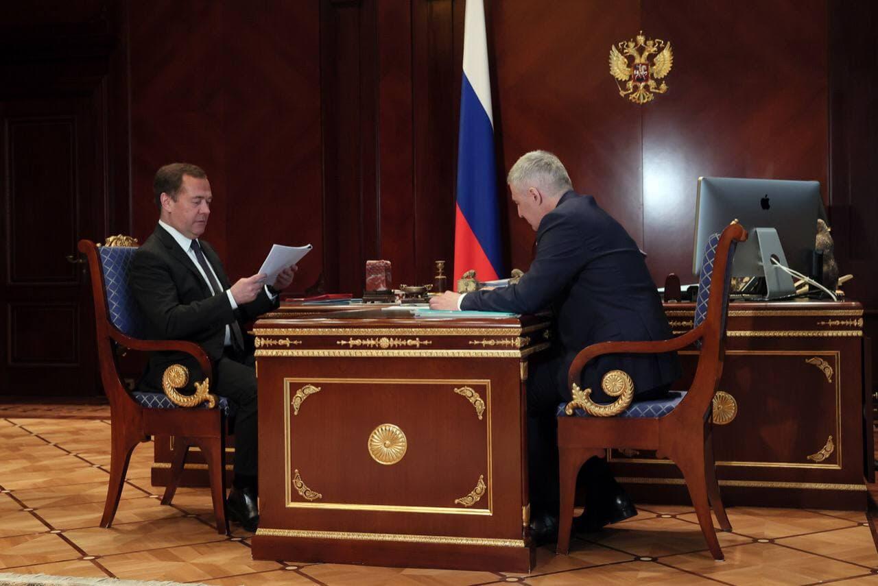 Глава Карелии Артур Парфенчиков встретился с зампредом Совета безопасности РФ Дмитрием Медведевым
