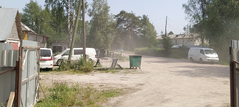 Пыль столбом: жители райцентра Карелии просят заасфальтировать дороги, как в советские времена (ФОТО)