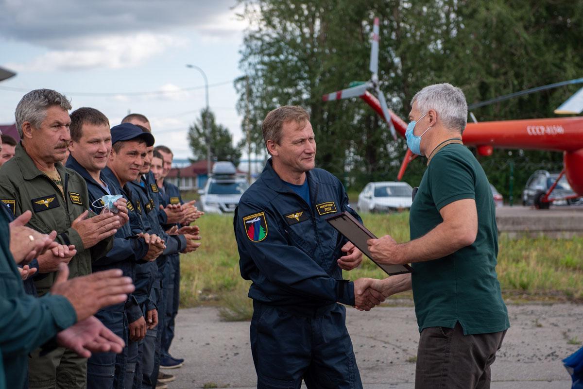 Пожарных-десантников, помогавших Карелии в тушении лесных пожаров, проводили домой (ВИДЕО)